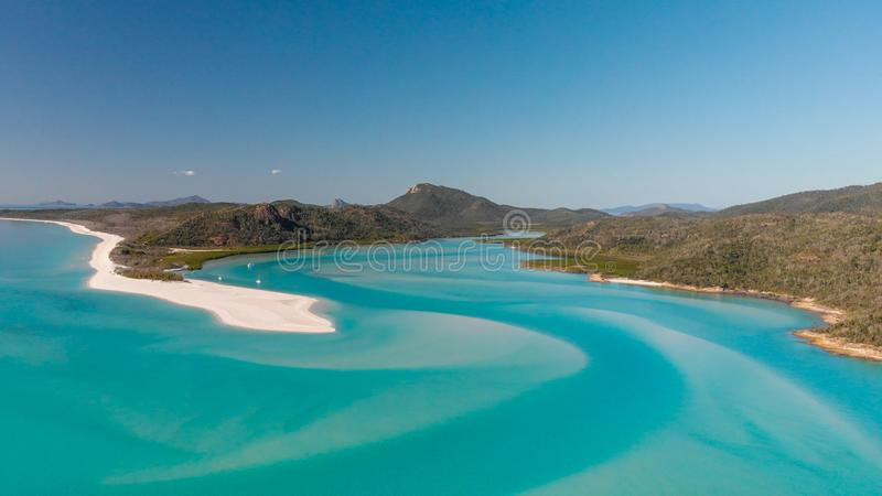 Vista aérea da praia de Whitehaven da entrada do monte em um morni ensolarado foto de stock
