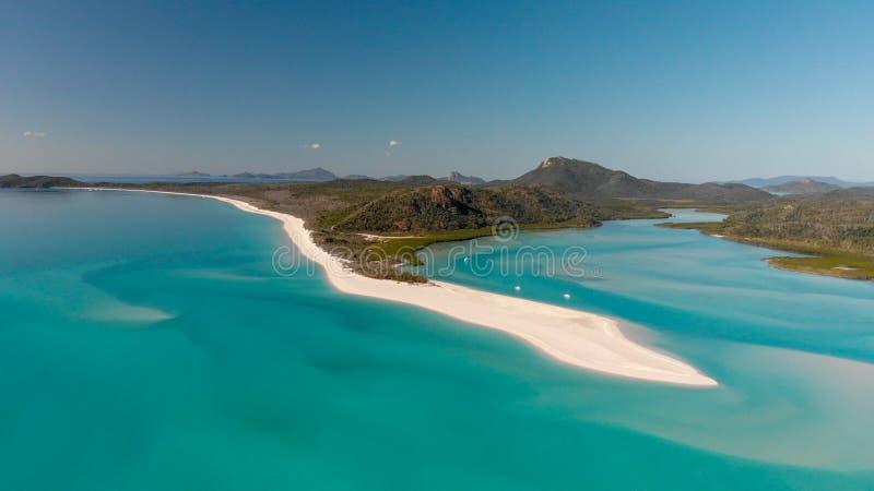 Vista aérea da praia de Whitehaven da entrada do monte em um morni ensolarado fotos de stock royalty free