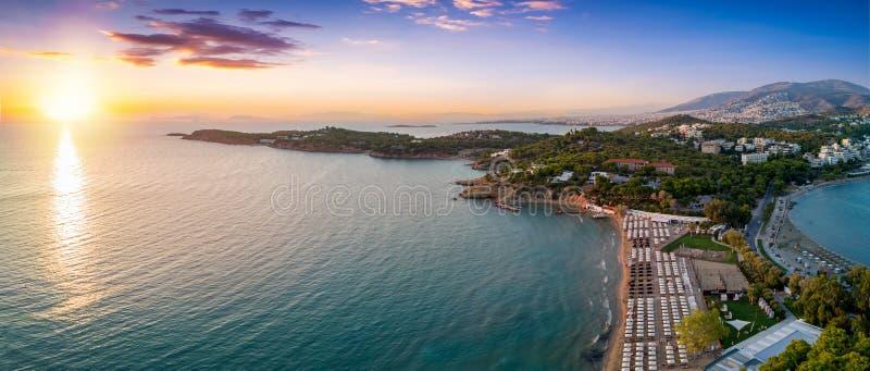 Vista aérea da praia famosa da celebridade Astir em Atenas sul imagens de stock