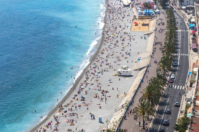 Vista aérea da praia na cidade de agradável, Cote d'Azure, França fotos de stock royalty free