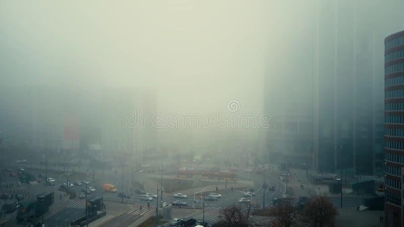 Vista aérea da rua nevoenta no centro de Varsóvia poland imagens de stock