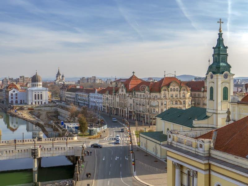 Vista aérea da torre da câmara municipal sobre o centro de cidade de Oradea, Ro foto de stock royalty free