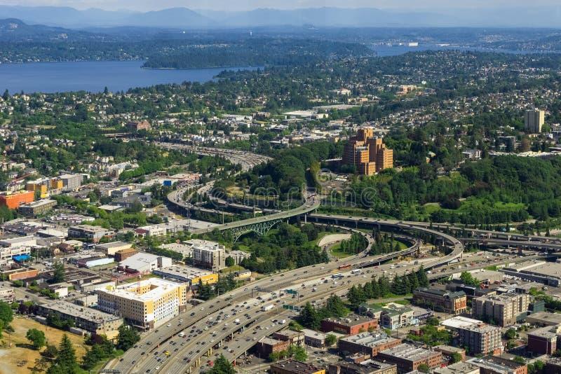 Vista aérea da via expressa 5 de um estado a outro em Seattle imagens de stock royalty free