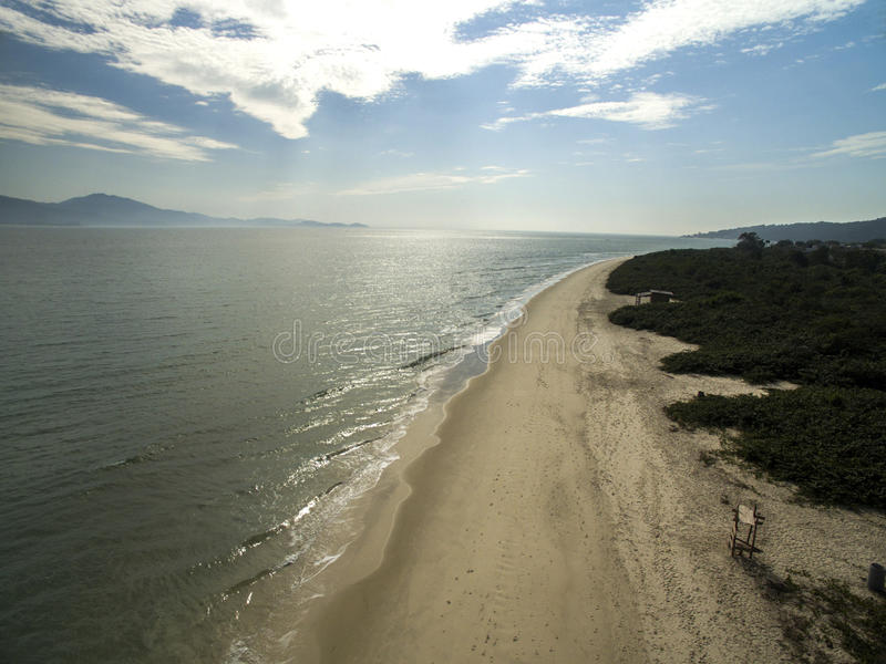 Vista aérea Daniela Beach em Florianopolis, Brasil Em julho de 2017 imagens de stock