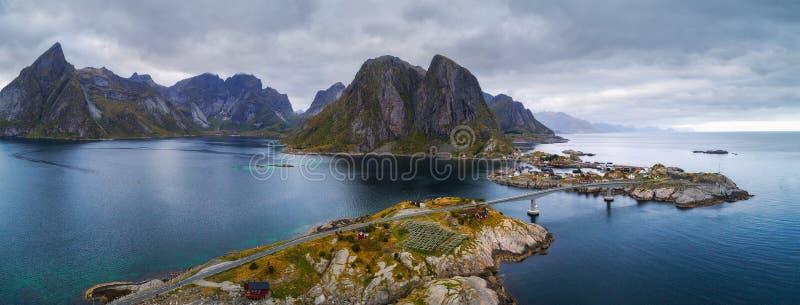 Vista aérea das aldeias piscatórias em Noruega fotografia de stock royalty free