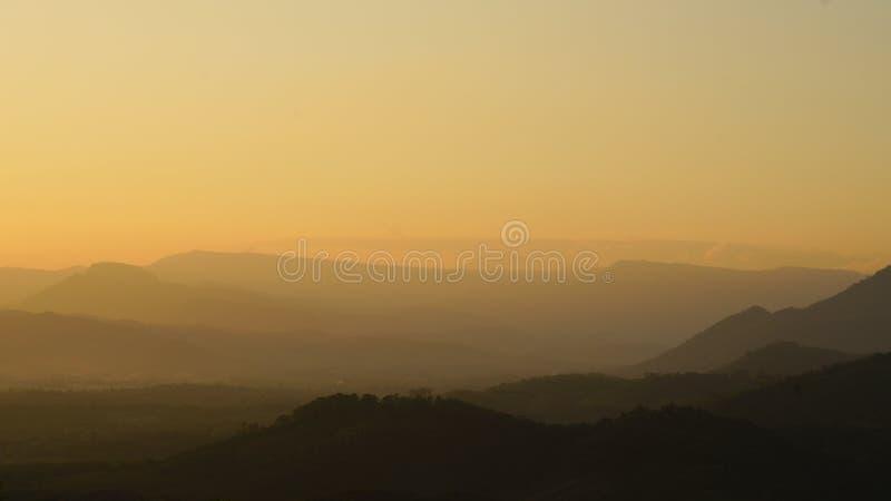 Vista aérea das montanhas fotos de stock