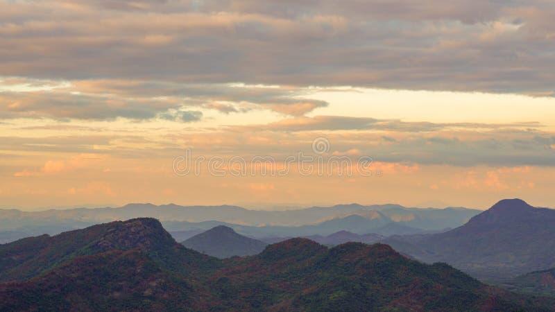 Vista aérea das montanhas fotografia de stock