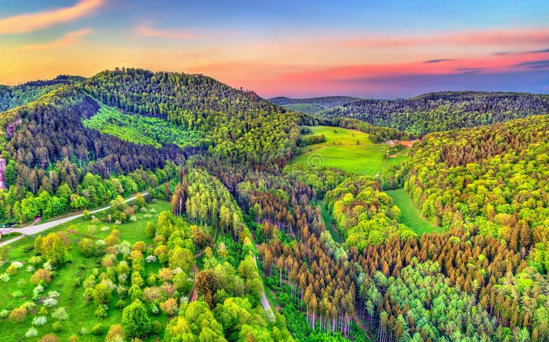 Vista aérea das montanhas do norte no por do sol, França de Vosges imagens de stock