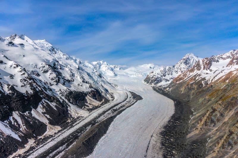 Vista aérea das montanhas em Nova Zelândia imagens de stock