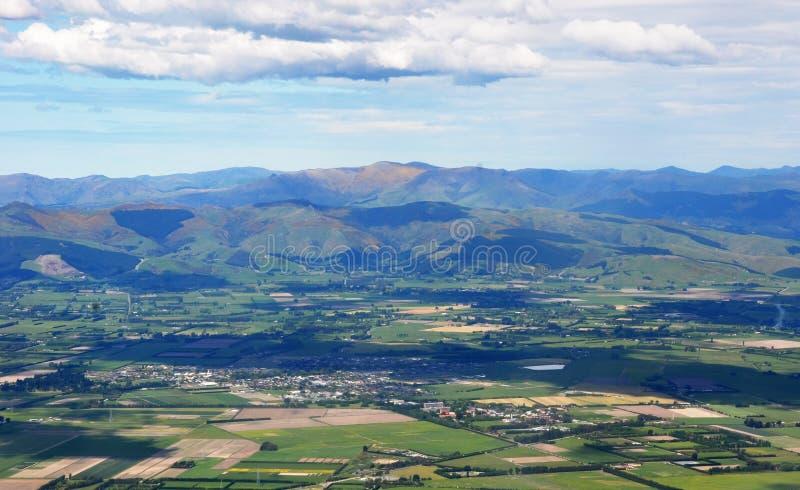 Vista aérea das planícies de Canterbury & dos montes portuários imagem de stock
