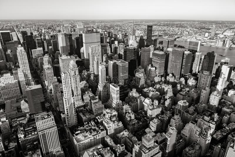 Vista aérea de arranha-céus do Midtown em preto & em branco, Manhattan, New York City fotos de stock royalty free