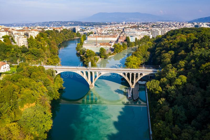 Vista aérea de Arve un río Rhone confluente en Ginebra Switzerl imagenes de archivo