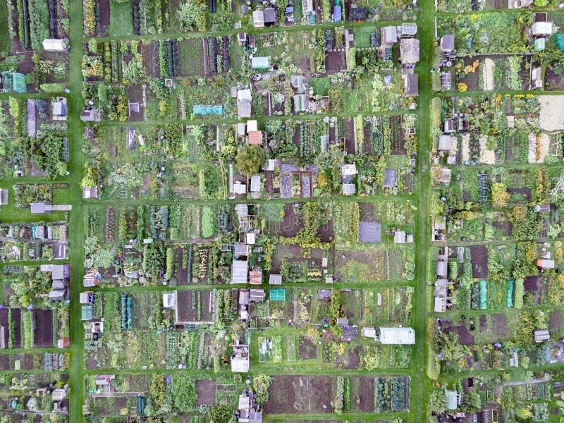 Vista aérea de asignaciones inglesas tradicionales, mirando abajo fotos de archivo libres de regalías