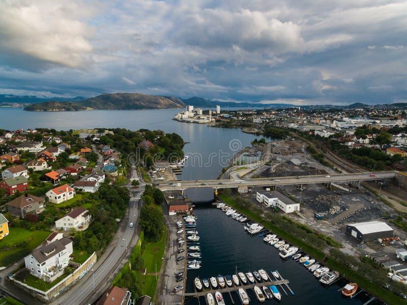 Vista aérea de barcos en el puerto deportivo imagen de archivo libre de regalías