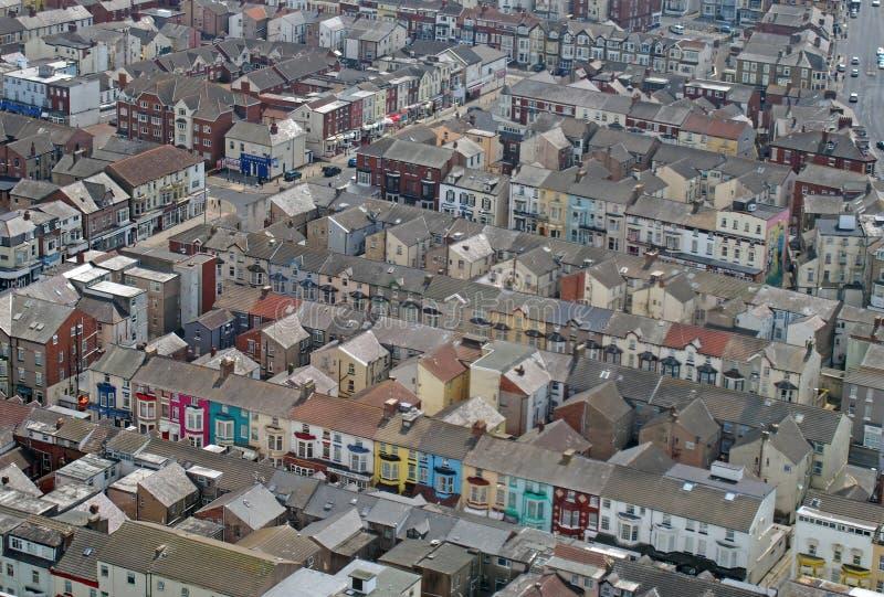 Vista aérea de Blackpool que muestra las calles de pequeños hoteles y pensiones típicos fotos de archivo libres de regalías