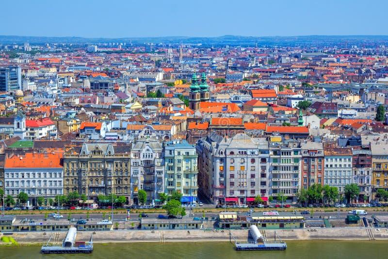 Vista aérea de Budapest com construções e o Danube River históricos coloridos fotografia de stock royalty free