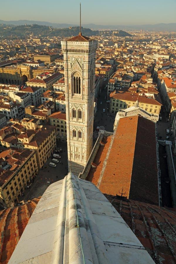 Vista aérea de Campanile di Giotto e de Florença vista de Bru fotografia de stock royalty free