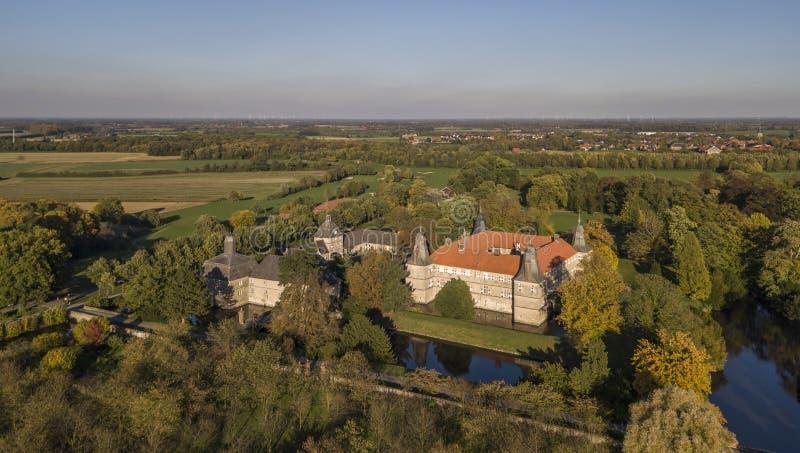 Vista aérea de castelo moated de Westerwinkel no Norte-Reno Westphalia imagem de stock royalty free