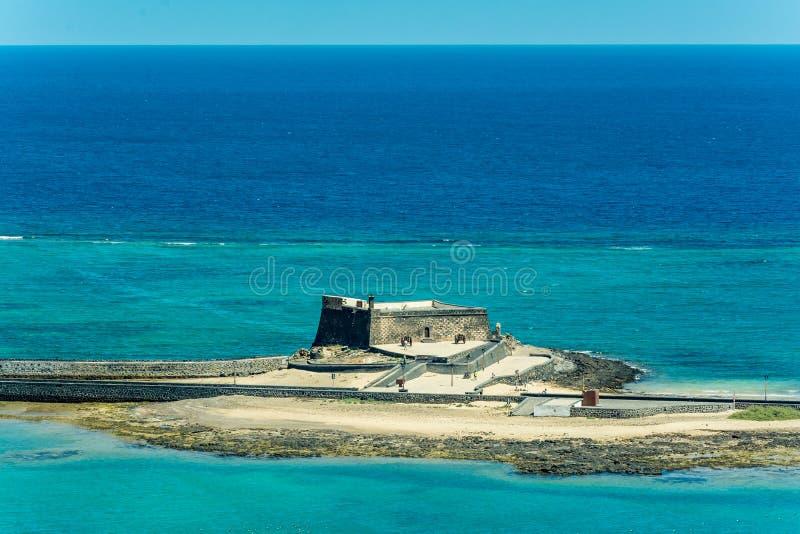 Vista aérea de Castillo de San Gabriel - santo Gabriel Castle en Arrecife foto de archivo