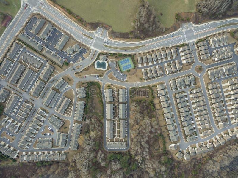 Vista aérea de cima para baixo de casas típicas no Estados Unidos do sul imagem de stock royalty free