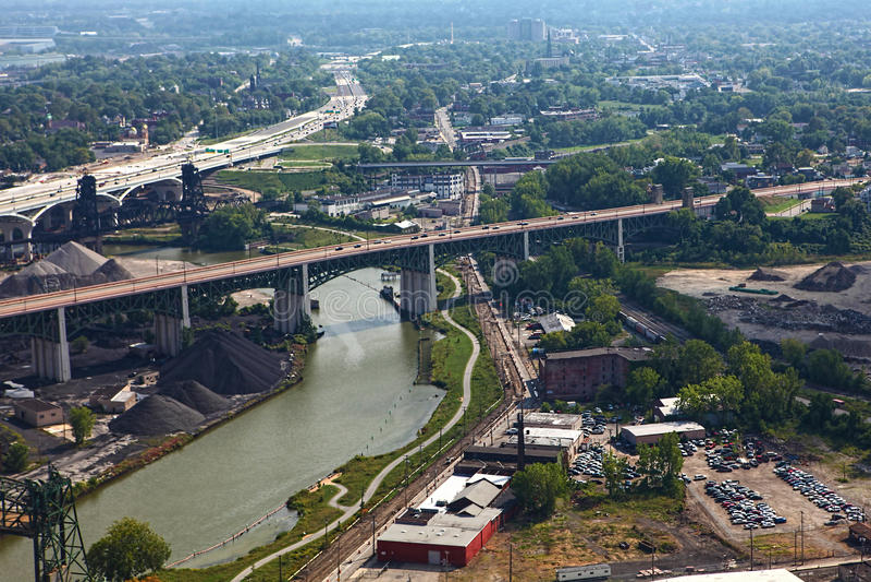 Vista aérea de Cleveland, o Rio Ohio imagens de stock royalty free