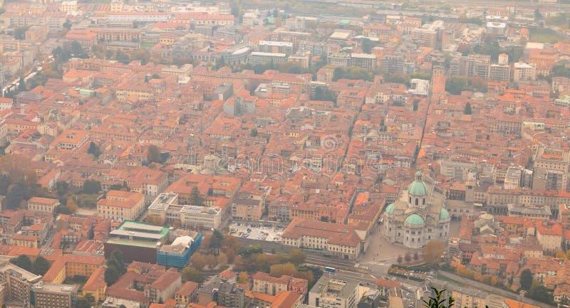 Vista aérea de Como em Itália em um dia da queda imagem de stock