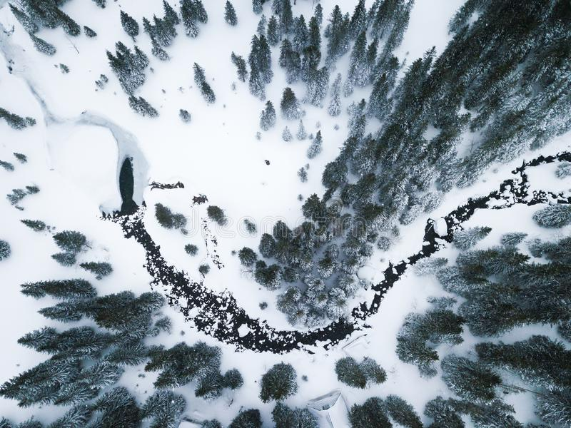 Vista aérea de The Creek en montañas imágenes de archivo libres de regalías
