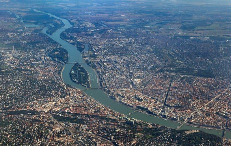 Vista aérea de Danúbio que cruza Budapest foto de stock royalty free