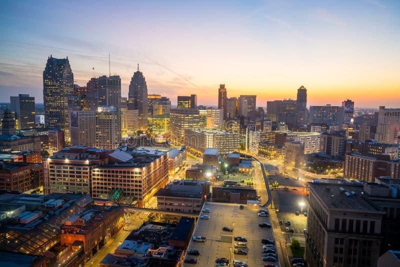 Vista aérea de Detroit do centro no crepúsculo foto de stock royalty free