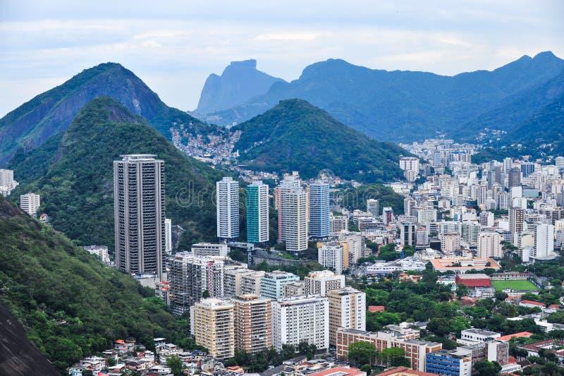 Vista aérea de distritos de Rio de Janeiro, el Brasil foto de archivo