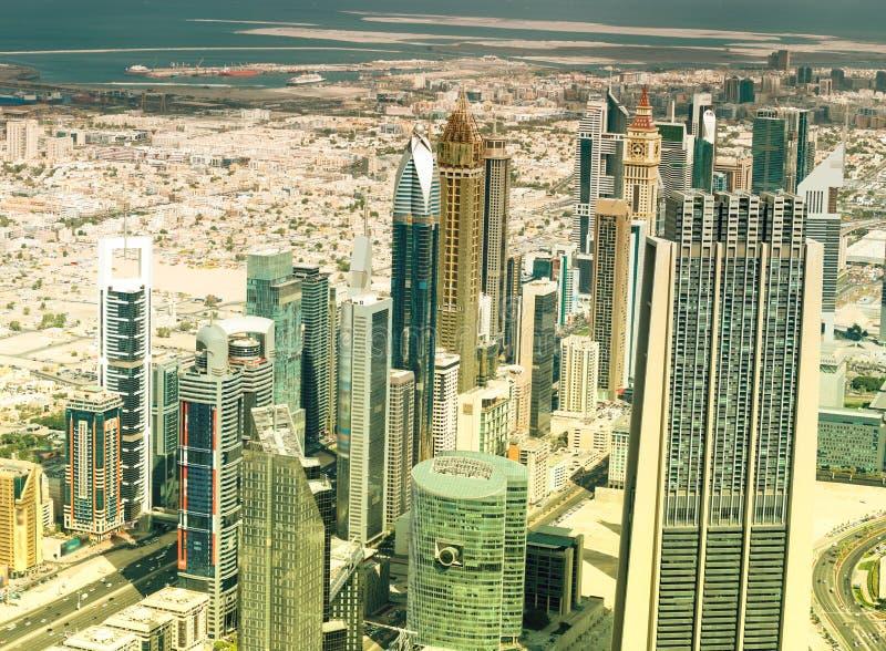 Vista aérea de Dubai, UAE Horizonte de la ciudad de la alta posición ventajosa imágenes de archivo libres de regalías