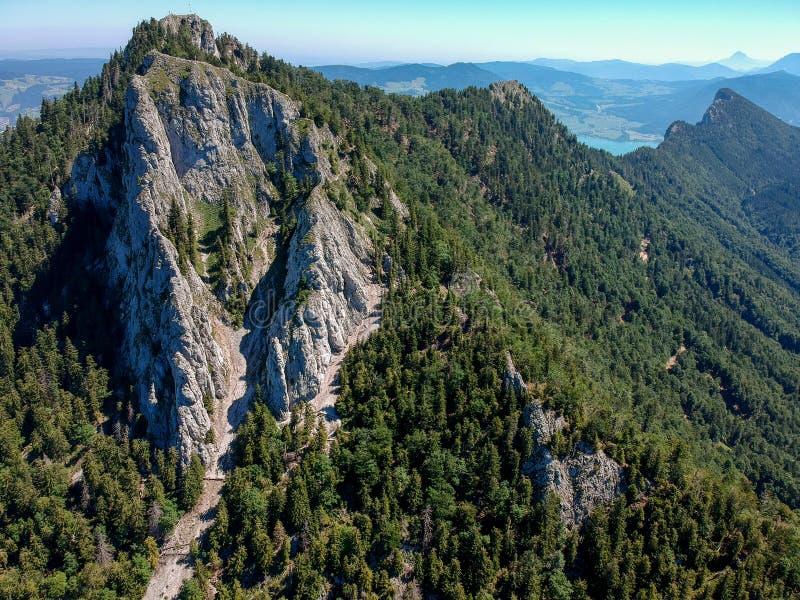 A vista aérea de Frauenkopf, é Salzkammergut, Áustria, no verão imagens de stock royalty free