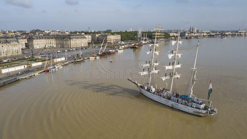 Vista aérea de frontões dos olds na partida do porto do Bordéus fotografia de stock