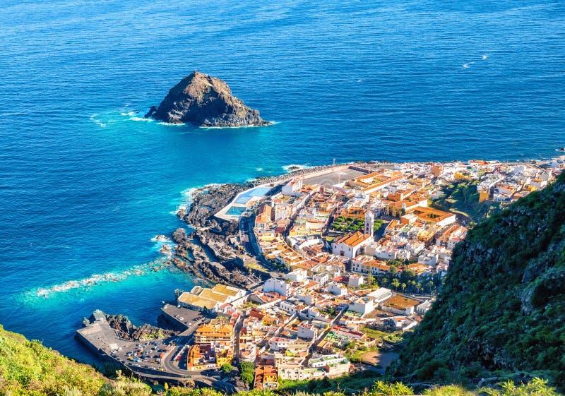 Vista aérea de Garachico, pueblo en Tenerife imagenes de archivo