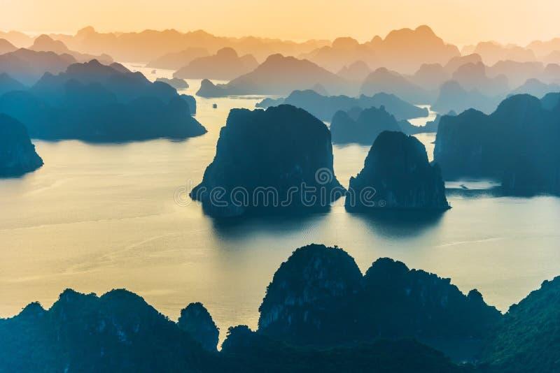 Vista aérea de Ha Long Bay, Vietnam imágenes de archivo libres de regalías