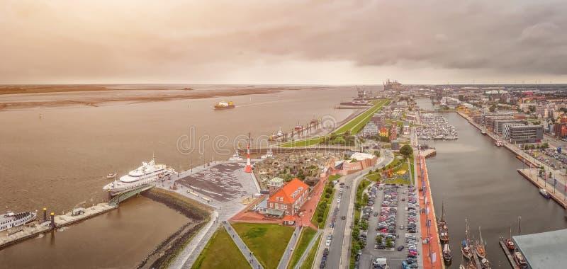 Vista aérea de Havenwelten famoso e da cidade hanseatic Bremerhaven fotos de stock royalty free