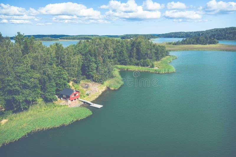 Vista aérea de ilhas de Aland em horas de verão finland O arquipélago Foto feita pelo zang?o de cima de Paisagem natural nórdica imagens de stock royalty free