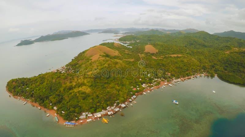 Vista aérea de ilhas pequenas Siete Pecados próximo na baía de Coron PALAWAN overcast imagens de stock