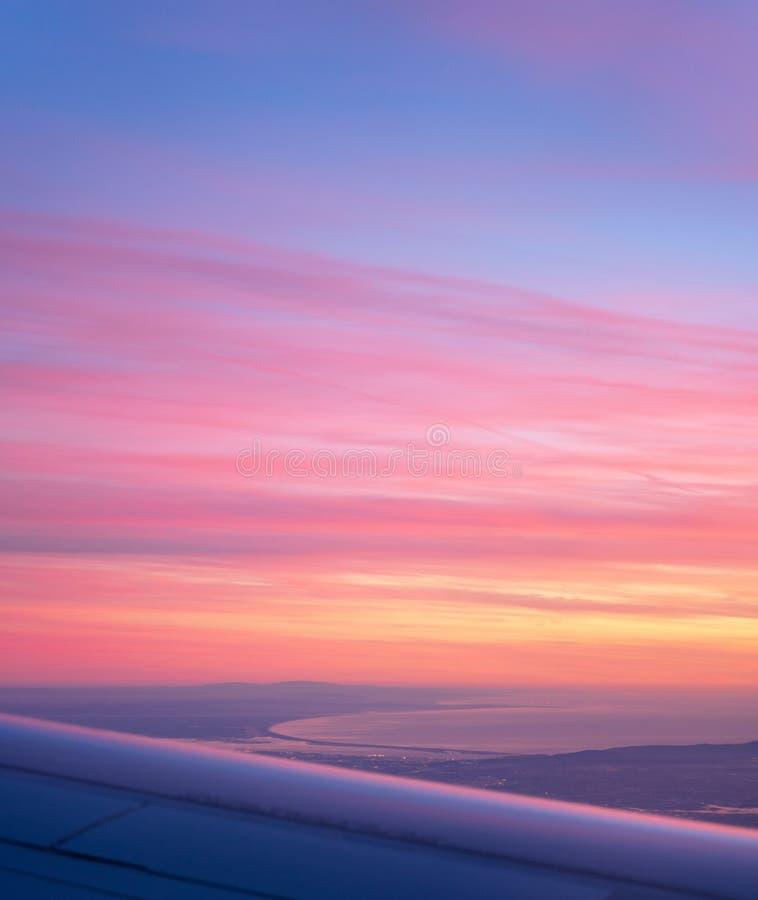 Vista aérea de la bahía del avión, puesta del sol púrpura hermosa de Comporta Troia fotos de archivo libres de regalías