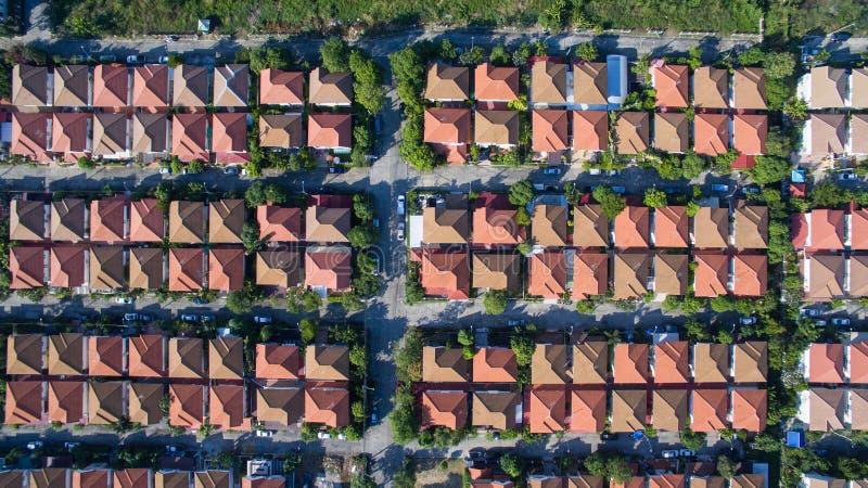Vista aérea de la buena casa del ambiente en el buen desarrollo e real fotos de archivo libres de regalías