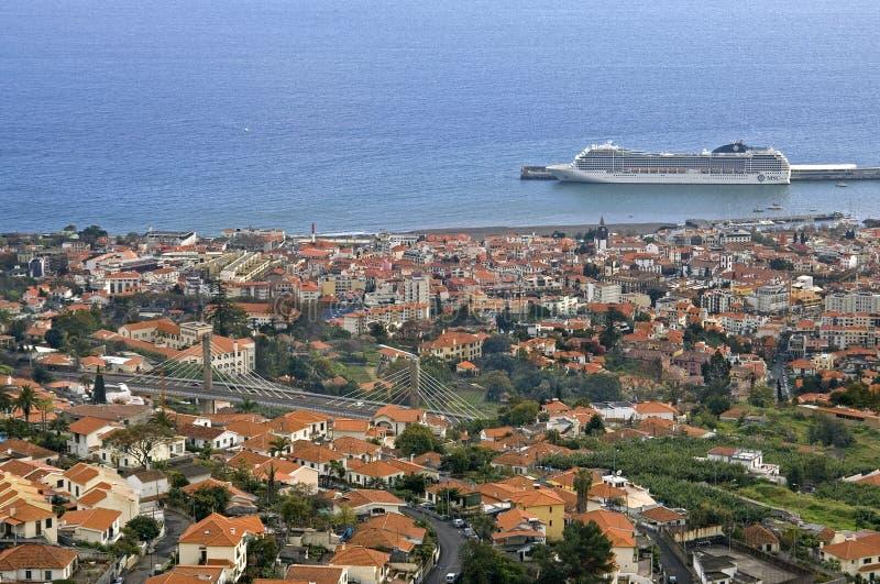 Vista aérea de la capital Funchal, isla Madeira fotografía de archivo