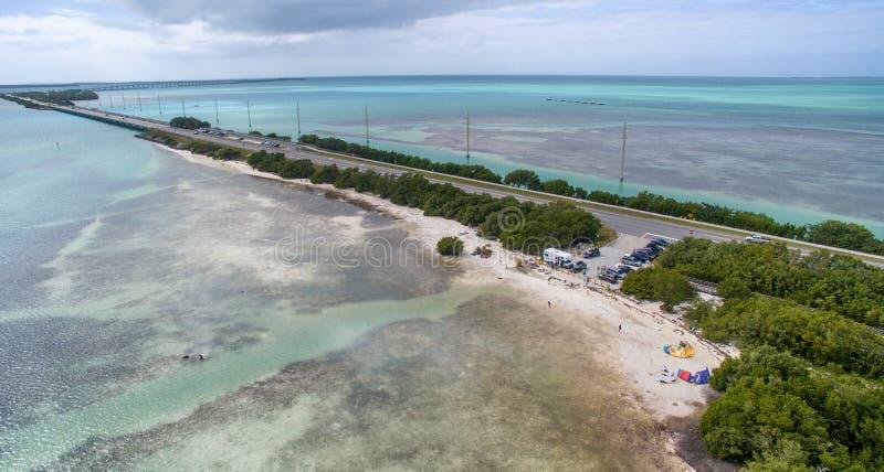 Vista aérea de la carretera de ultramar cerca de la playa de Anne, la Florida imagen de archivo libre de regalías