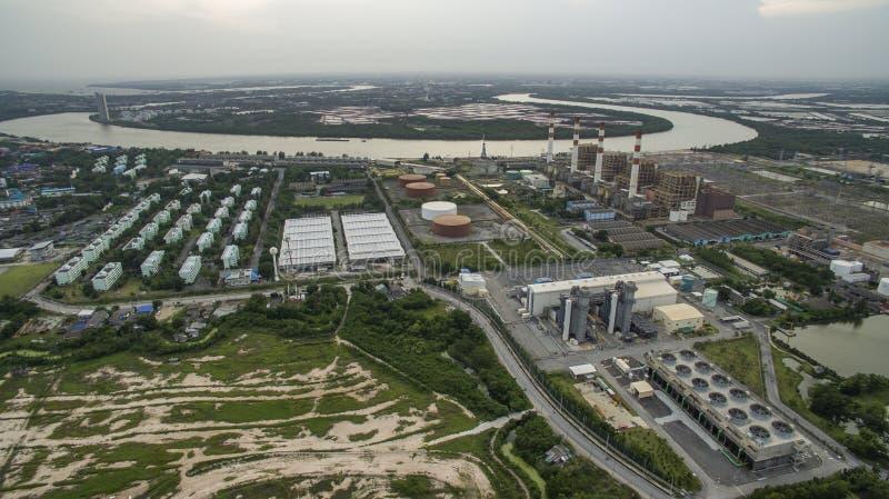 Vista aérea de la central térmica del generador de la energía eléctrica en thailan imagen de archivo