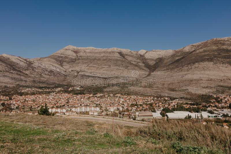 Vista aérea de la ciudad Bosnia y Herzwgovina de Trebinje imagen de archivo libre de regalías
