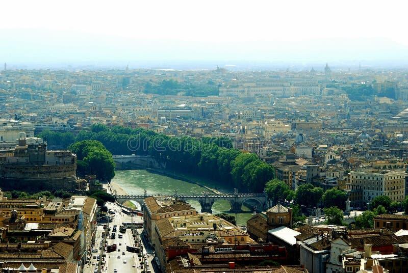 Vista aérea de la ciudad de Roma del tejado del St Peter Basilica imagen de archivo libre de regalías