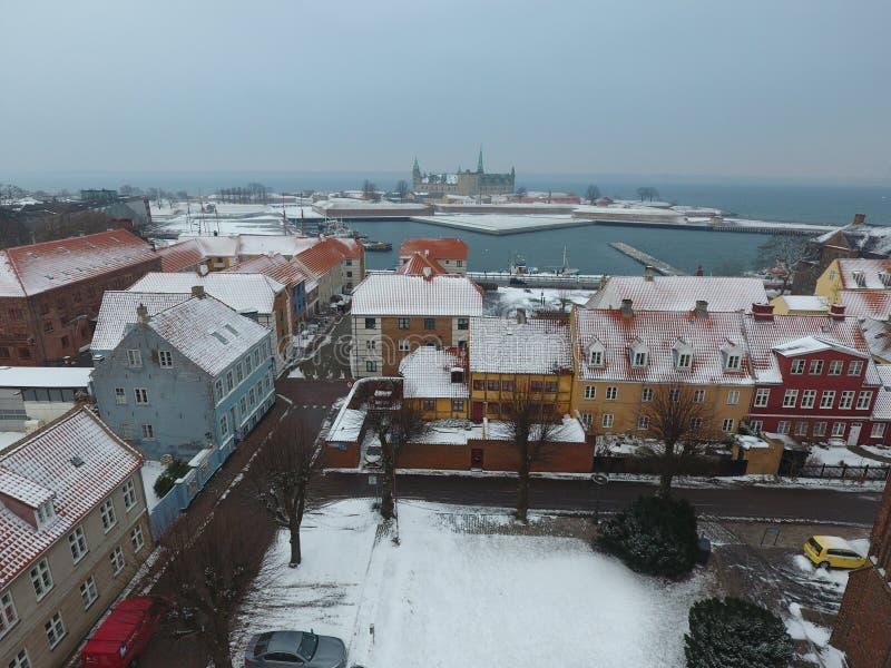Vista aérea de la ciudad del castillo y de Helsingor de Kronborg, Dinamarca imagen de archivo