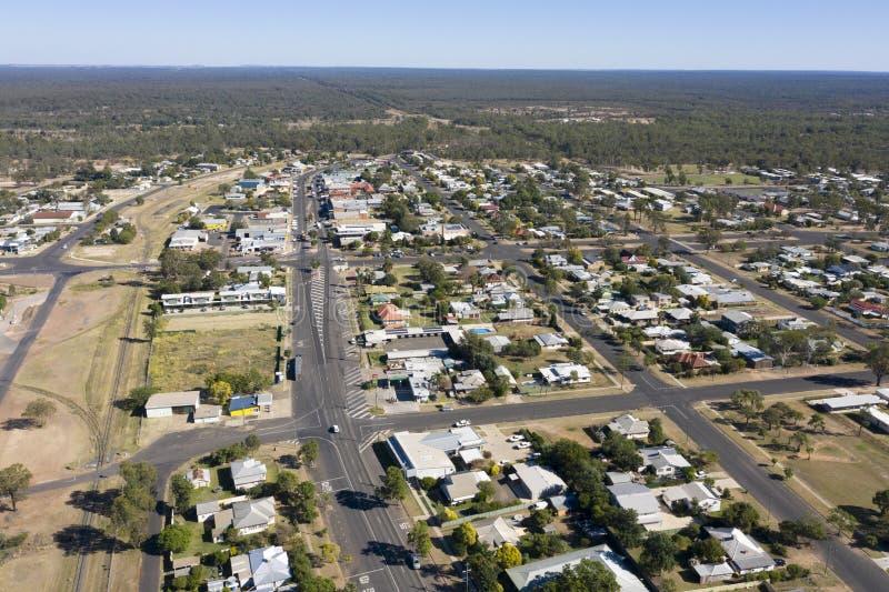 Vista aérea de la ciudad de millas en Queensland central imagenes de archivo