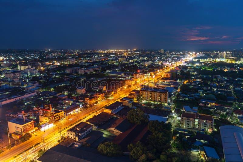 Vista aérea de la ciudad o de Korat en la noche, Thailan de Nakhon Ratchasima imagenes de archivo