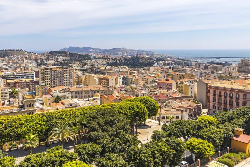Vista aérea de la ciudad vieja de Cagliari, Cerdeña, Italia imagen de archivo