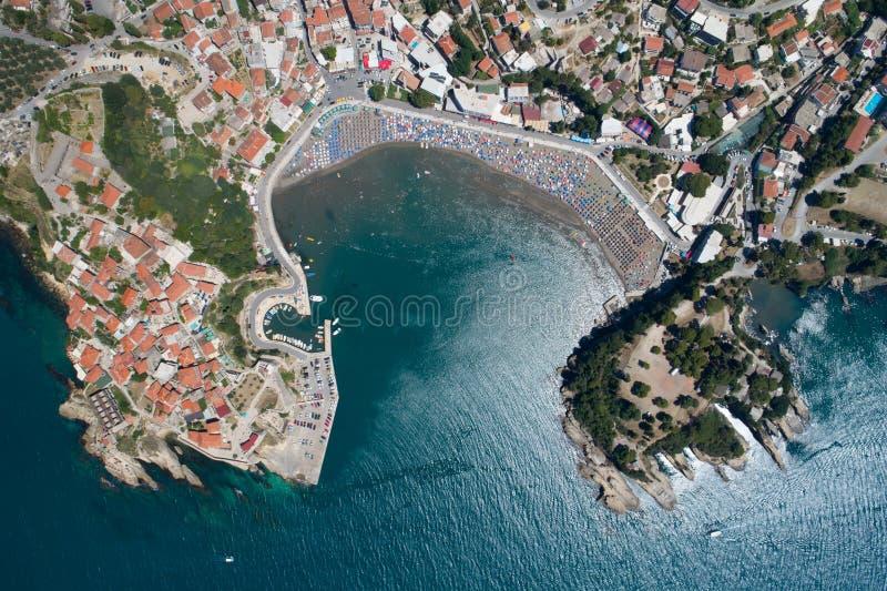 Vista aérea de la ciudad vieja de Ulcin fotos de archivo